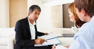 trudny kredyt, jak negocjować z bankiem, umorzenie odsetek i długu